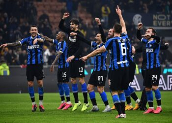 Inter Milan's team celebrates at the end of the Italian Serie A football match Inter Milan vs AC Milan on February 9, 2020 at the San Siro stadium in Milan. (Photo by MARCO BERTORELLO / AFP)
