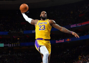 PHILADELPHIA, PA - JANUARY 25: LeBron James #23 of the Los Angeles Lakers dunks the ball against the Philadelphia 76ers on January 25, 2020 at the Wells Fargo Center in Philadelphia, Pennsylvania NOTE TO USER: User expressly acknowledges and agrees that, by downloading and/or using this Photograph, user is consenting to the terms and conditions of the Getty Images License Agreement. Mandatory Copyright Notice: Copyright 2020 NBAE (Photo by Jesse D. Garrabrant/NBAE via Getty Images)