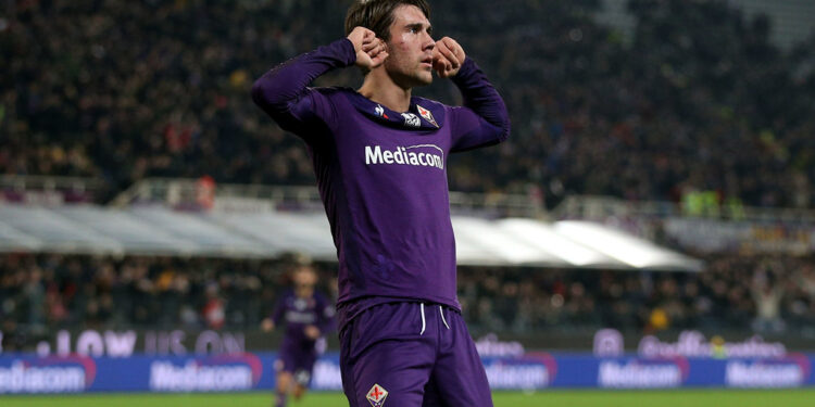 FLORENCE, ITALY - DECEMBER 15: Dusan Vlahovic of ACF Fiorentina celebrates after scoring a goal during the Serie A match between ACF Fiorentina and FC Internazionale at Stadio Artemio Franchi on December 15, 2019 in Florence, Italy.  (Photo by Gabriele Maltinti/Getty Images)