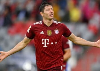 MUNICH, GERMANY - AUGUST 28: Robert Lewandowski of FC Bayern Muenchen celebrates after scoring their sides second goal  during the Bundesliga match between FC Bayern München and Hertha BSC at Allianz Arena on August 28, 2021 in Munich, Germany. (Photo by Matthias Hangst/Getty Images)